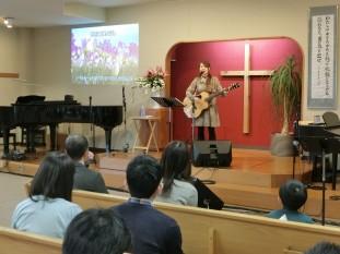 イースターメモリアルサアービス(召天者記念礼拝)にて  Migiwaさんによる賛美とお証
